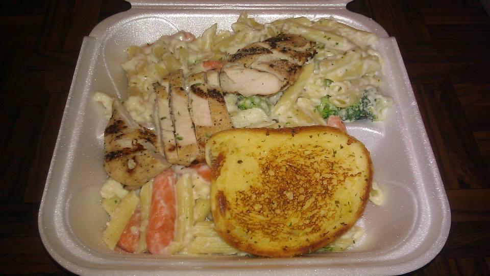 Grilled Chicken Alfredo with garlic bread